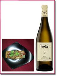 Foie reposado en un pan brioche, ruibarbo y crema de membrillo y vainilla con Protos Verdejo 2010