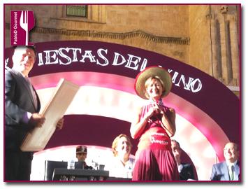 PabloD Gourmet - Isabel García recogiendo el premio