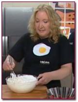 PabloD Gourmet - Mabel Méndez preparando uno de sus postres