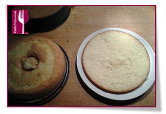 PabloD Gourmet - Midsommartårta - Primer corte del bizcocho