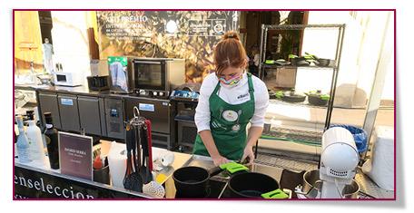 Ingrid Serra elaborando su receta